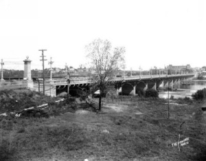 NE towards 11th St Bridge in 1917, shortly after it opened